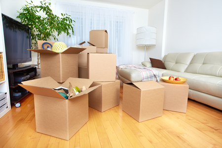 Photo pour Moving boxes in new apartment. Real estate concept. - image libre de droit