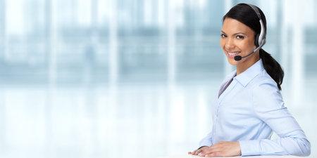 Photo pour Smiling asian agent business woman with headsets. - image libre de droit