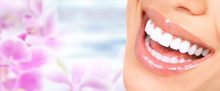 Photo pour Beautiful woman smile with healthy white teeth. Dental health care. - image libre de droit