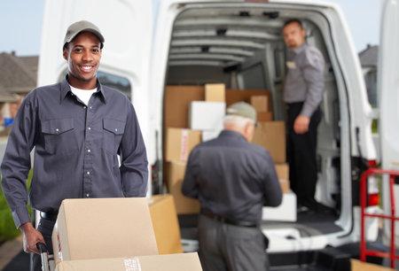 Photo pour African american Delivery man. Express post service. - image libre de droit