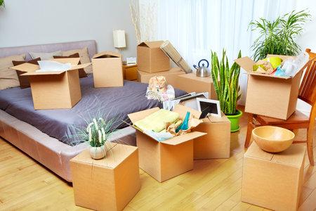 Photo pour Moving boxes in new house. Real estate concept. - image libre de droit