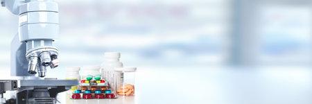 Photo pour Scientific Microscope. Medical health care research concept background. - image libre de droit