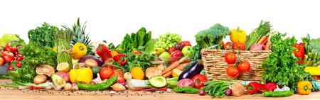 Photo pour Organic vegetables and fruits - image libre de droit