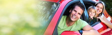 Photo pour Family in red car - image libre de droit