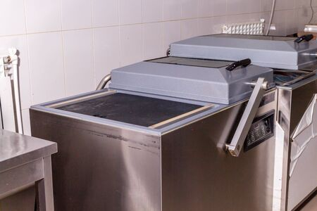 Photo pour Fish production. Apparatus for sealing packaging with products - image libre de droit