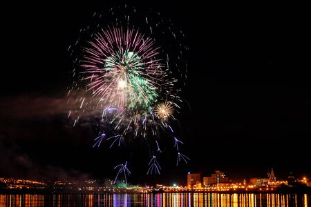 Foto per Long Exposure of Fireworks Reflecting on Calm Rippling Water - Immagine Royalty Free