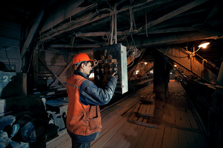 operating mines in the helmet presses a button on the remote control of the conveyor