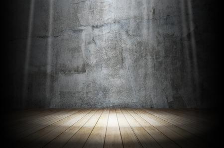 Photo pour Light in dark room - image libre de droit