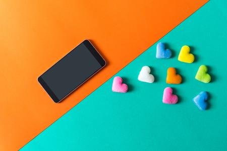 Foto de mini heart splash out from smart phone , valentine concept - Imagen libre de derechos