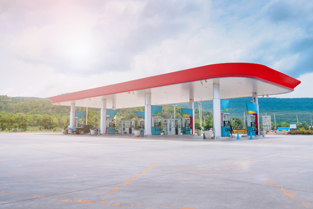 Photo pour Gas fuel station with clouds in the sky and sun light - image libre de droit