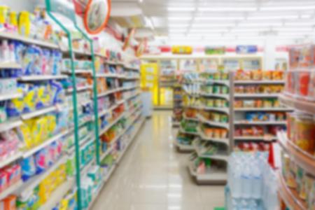 Photo pour blur supermarket convenience store aisle for background - image libre de droit