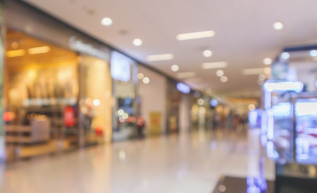 Photo pour Abstract blur modern shopping mall interior defocused background - image libre de droit