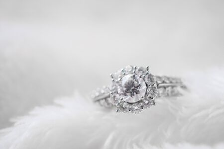 Foto de luxury jewelry diamond ring on white fur texture - Imagen libre de derechos