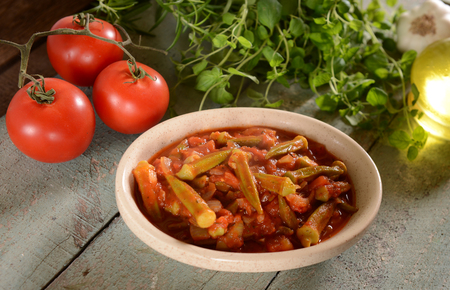 Photo pour Okra dish with tomatoes (Traditional greek, romanian, bulgarian and turkish dish) - image libre de droit