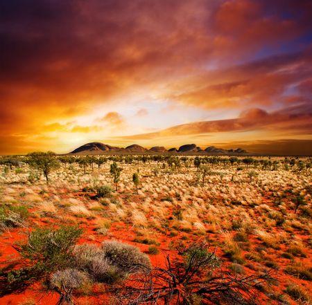 Foto de Sunset over a central Australian landscape - Imagen libre de derechos