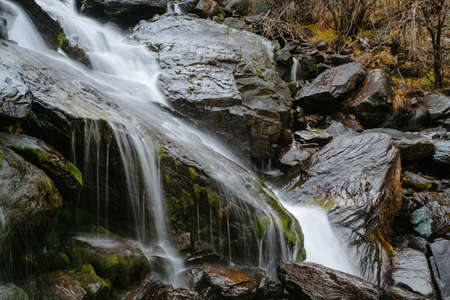 Foto de Waterfall in Akkem Valley in Altai Mountains Natural Park - Imagen libre de derechos