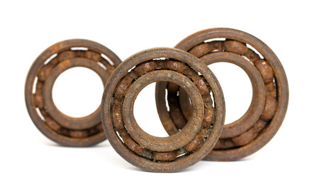 Photo pour Old and rusty ball bearing, isolated on white background - image libre de droit