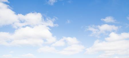 Photo pour blue sky clouds - image libre de droit