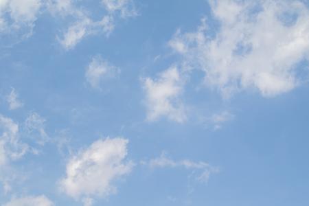 Photo pour Blue sky with white clouds. Clear summer day. Perfect desktop wallpaper. - image libre de droit