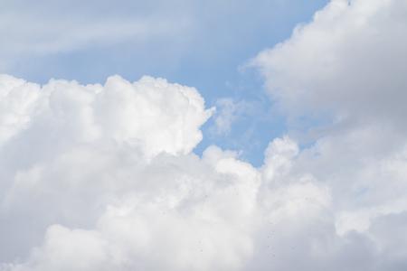 Photo pour White clouds against the blue sky, landscape day sky. - image libre de droit