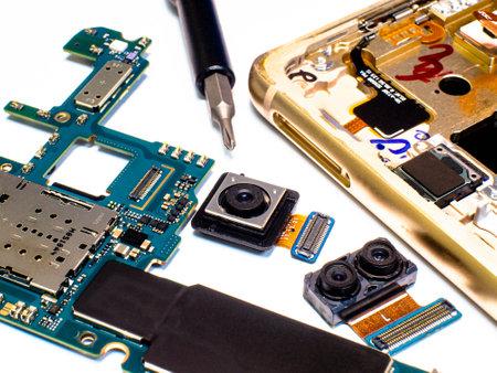 Photo pour Close-up photos showing process of mobile phone repair - image libre de droit