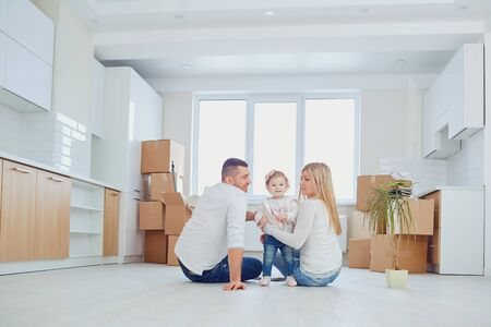 Photo pour Happy family relocation at new house at moving day. - image libre de droit