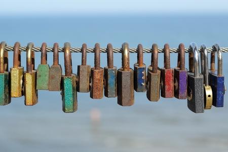 Photo pour colorful padlocks - the symbol of love - image libre de droit