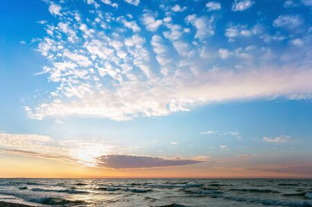 Photo pour sunset on the seashore, the sky is purple from the sunset - image libre de droit
