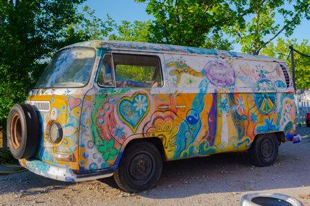 Photo pour Madrid, Spain- April 17, 2021: DKV Volkswagen van decorated with hippie drawings. Hippies go. 1960s fashion - image libre de droit