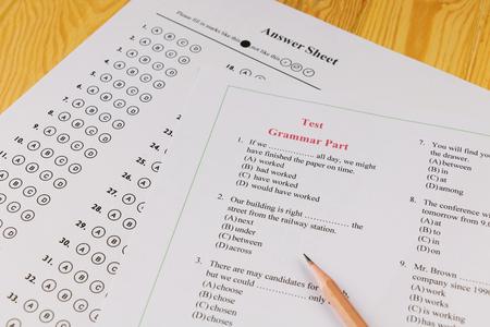 Photo pour English multiple choice test on table - image libre de droit