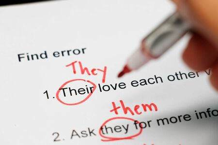 Photo pour proofreading paper with red mark errors on table - image libre de droit