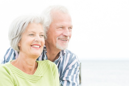 Foto de Portrait from a happy senior couple in front of cloudy sky - Imagen libre de derechos