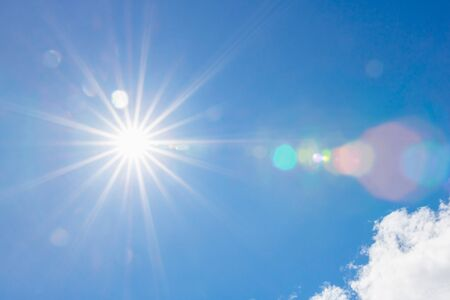 Photo pour sun on blue sky with sunbeams and flare light in the day - image libre de droit