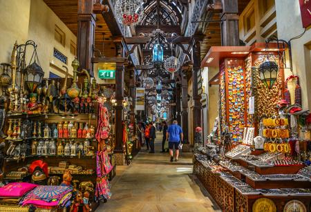 Photo pour Dubai, UAE - Dec 9, 2018. Souk Madinat Jumeirah in Dubai. The traditional Arab style bazaar is part of Madinat Jumeirah resort. - image libre de droit