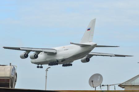 Photo pour Saigon, Vietnam - Aug 4, 2019. RA-82042 Volga-Dnepr Antonov An-124 landing at Tan Son Nhat Airport (SGN) in Saigon, Vietnam. - image libre de droit