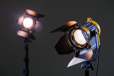 Foto de Two halogen spotlights with Fresnel lenses. Shooting in the Studio or in the interior. TV, movies, photos - Imagen libre de derechos