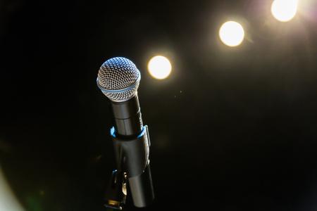 Photo pour Wireless microphone on the stage. - image libre de droit