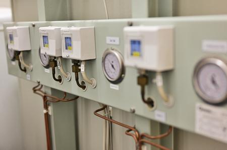 Pressure regulators with analogue indicator.