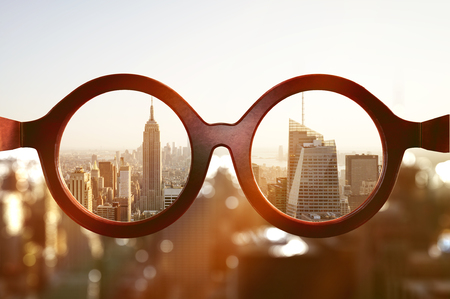 Photo pour View on New York City through glasses - image libre de droit