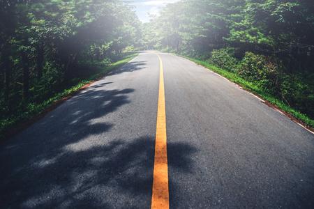 Foto de Landscape road paved road Rural Roadside View Mountain View - Imagen libre de derechos