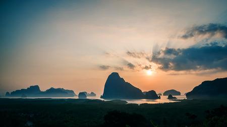 Photo pour archipelago Andaman sea Morning atmosphere Sun rises. Asia Thailand - image libre de droit