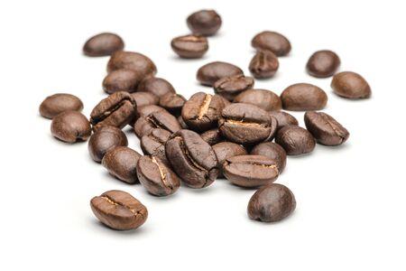 Photo pour Coffee beans on a white background - image libre de droit