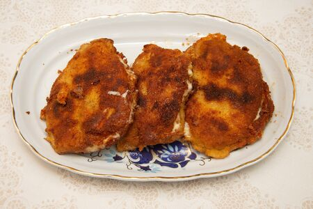 Cutlets with melted cheese ,Recette de Chaussons panés (cordon bleu maison)