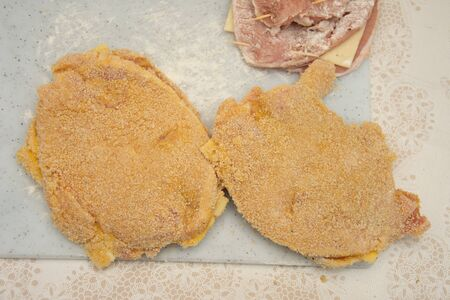 Cutlets with melted cheese ,Recette de Chaussons panés ,method of preparation