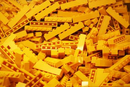 Photo pour Bruxelles, Belgium - 05th May 2017 - Yellow lego bricks' bowl in Bruxelles main store - image libre de droit