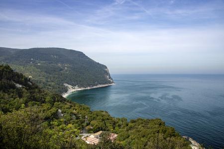 Photo pour landscape of  Conero Riviera as seen from the terrace of Sirolo, Italy, Marche region - image libre de droit