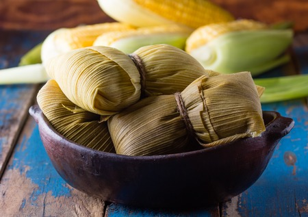 Foto de Latin American food. Traditional homemade humitas of corn and leaves - Imagen libre de derechos