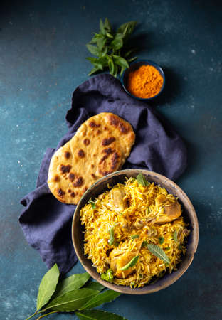 Photo pour Pakistani and Indian chicken Biryani rice with mint and naa bread - image libre de droit