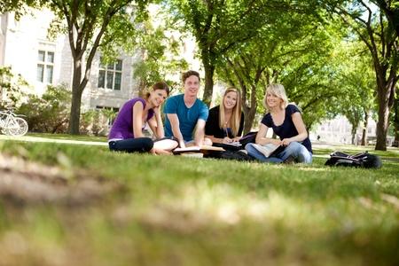 Foto de Happy group of university students looking at the camera - Imagen libre de derechos