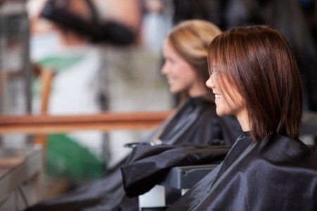 Women sitting in beauty salon の写真素材
